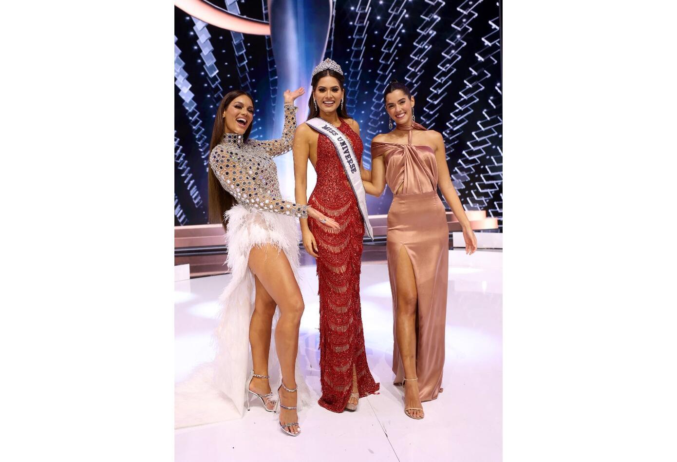 Andrea Meza, Miss Universo 2020 junto a Paulina Vega