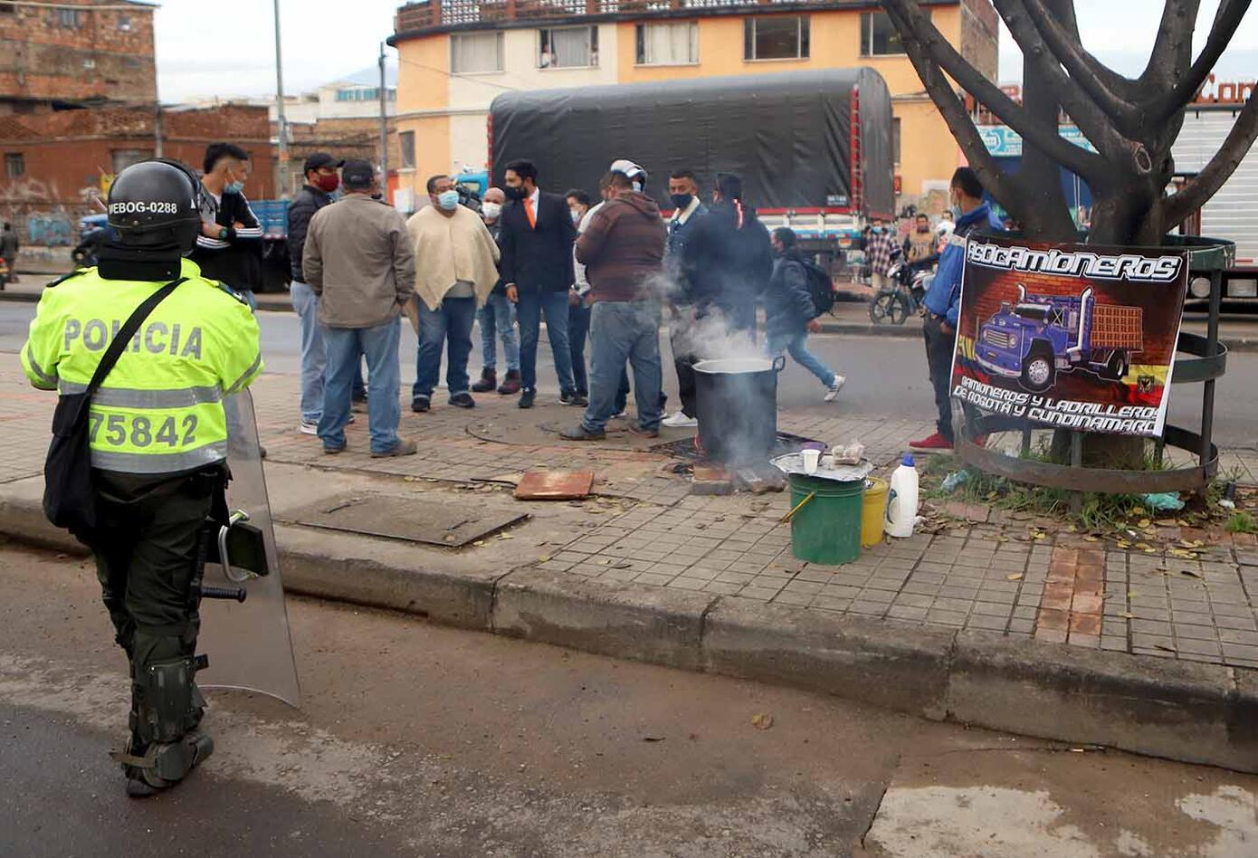 Camioneros y conductores de vehículos de carga protestan en sur de Bogotá