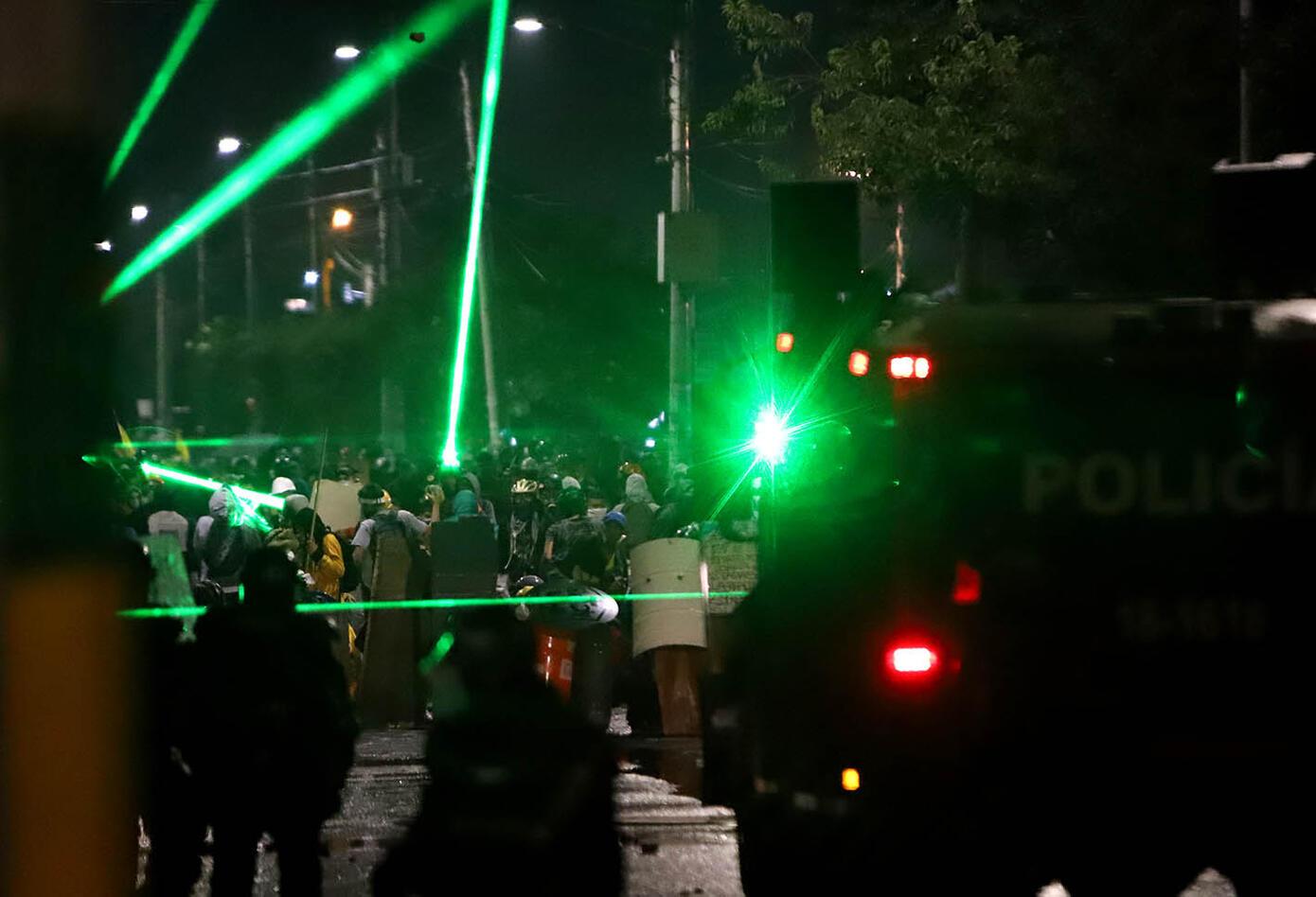ENFRENTAMIENTOS ENTRE MANIFESTANTES Y POLICIA EN PORTAL LAS AMERICAS 21 DE MAYO