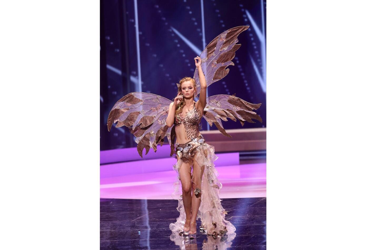 Miss Irlanda, Nadia Sayers en Miss Universo