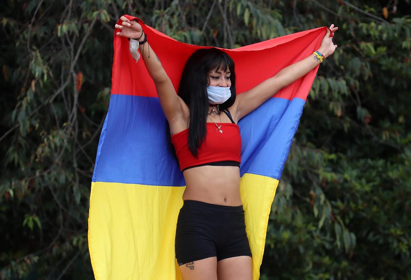Más de 200 porristas protestan por falta de inversión al deporte en Bogotá