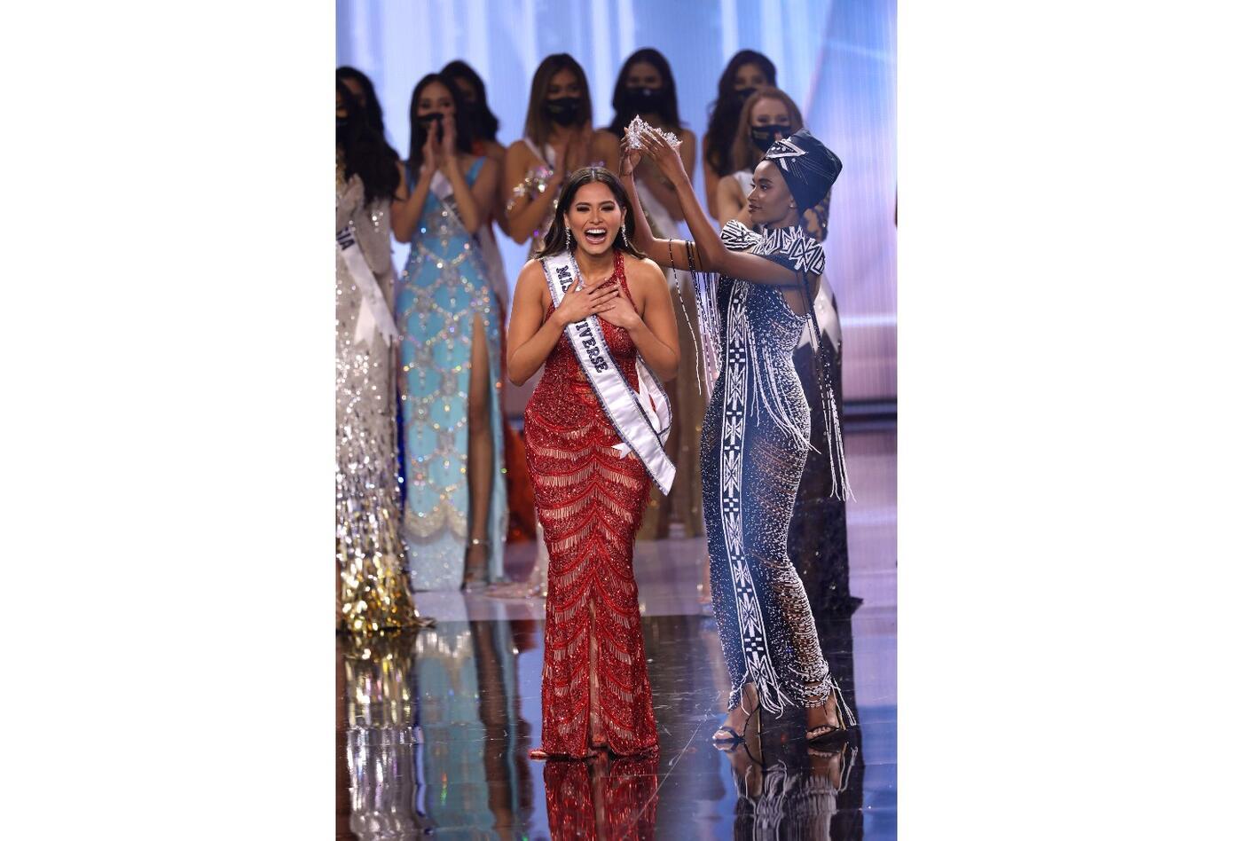 Andrea Meza cuando es coronada como Miss Universo 2020