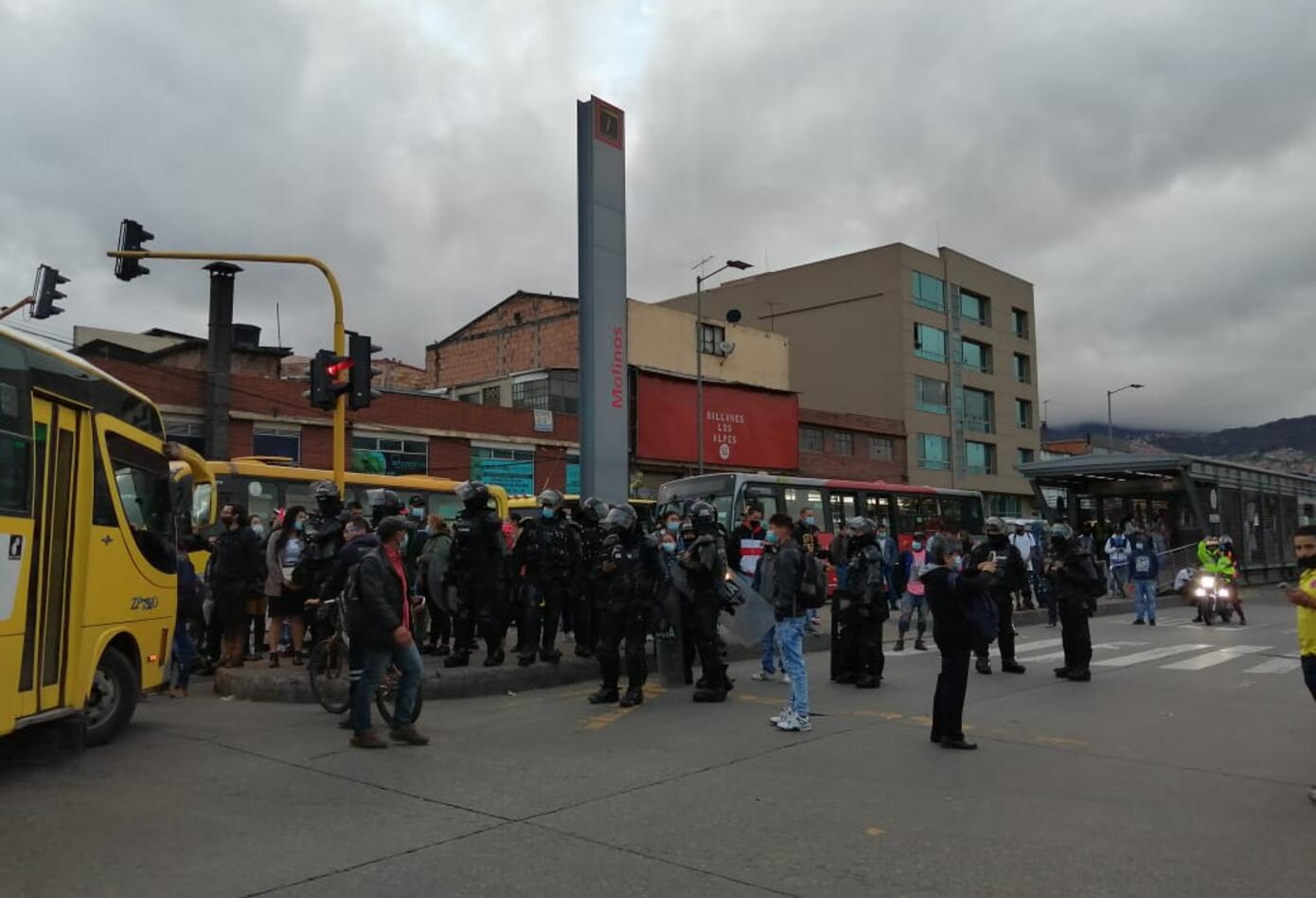 Manifestación de jóvenes en la localidad de Suba, en Bogotá
