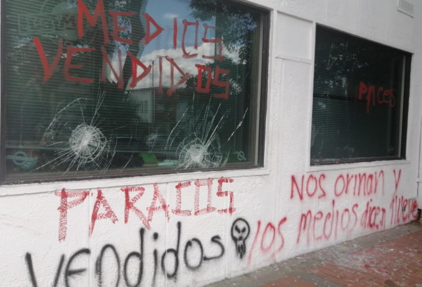 Ataque de manifestantes a la 'torre sonora'.