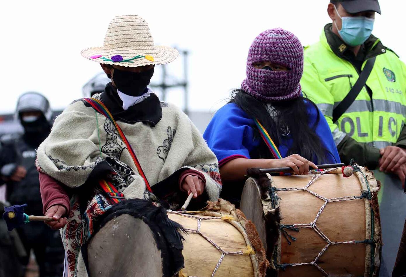 Indígenas del Pueblo Misak protestaron en Bogotá sobre la Calle 26