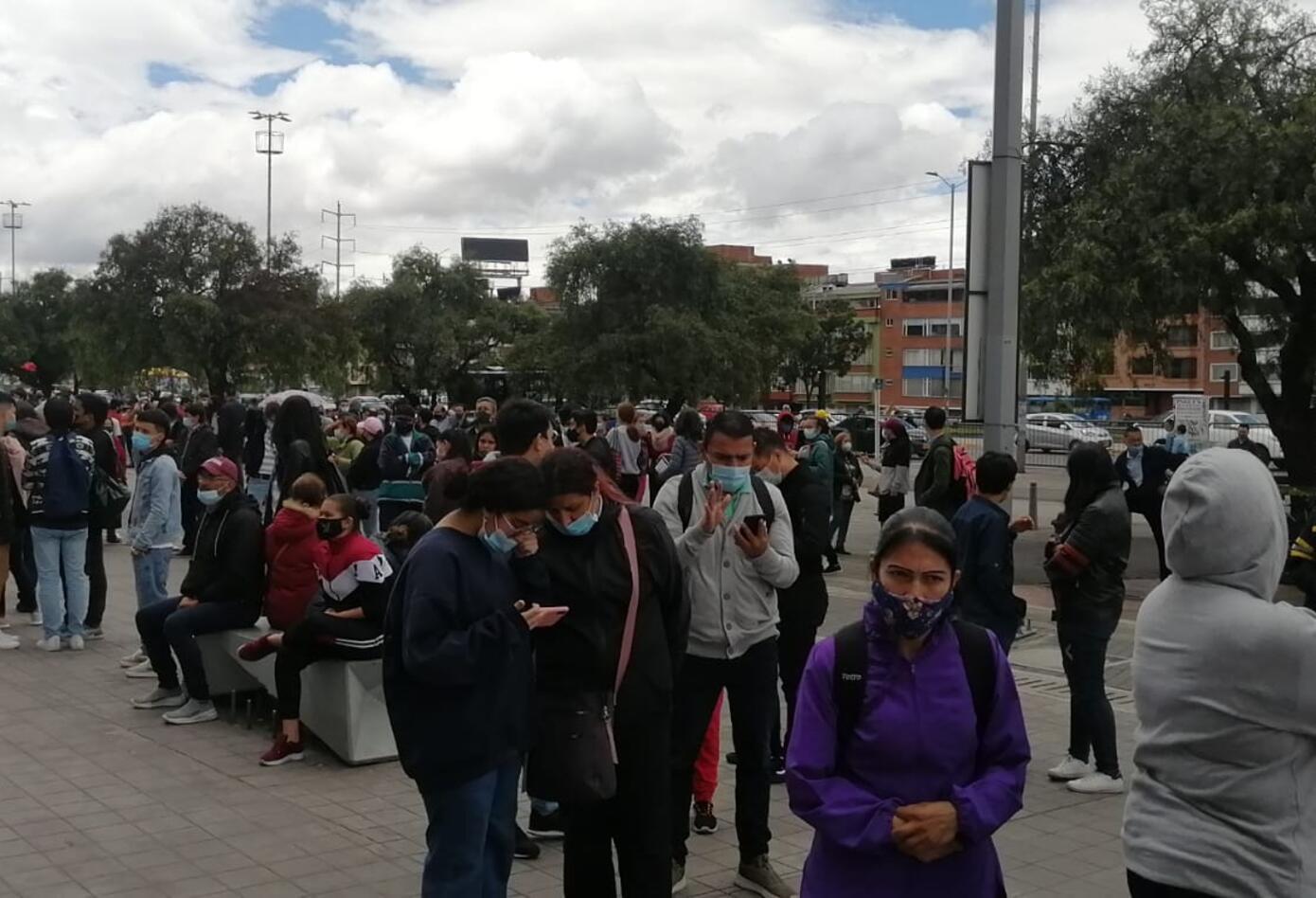 Denuncian mala organización en la vacunación contra la Covid-19 en Bogotá