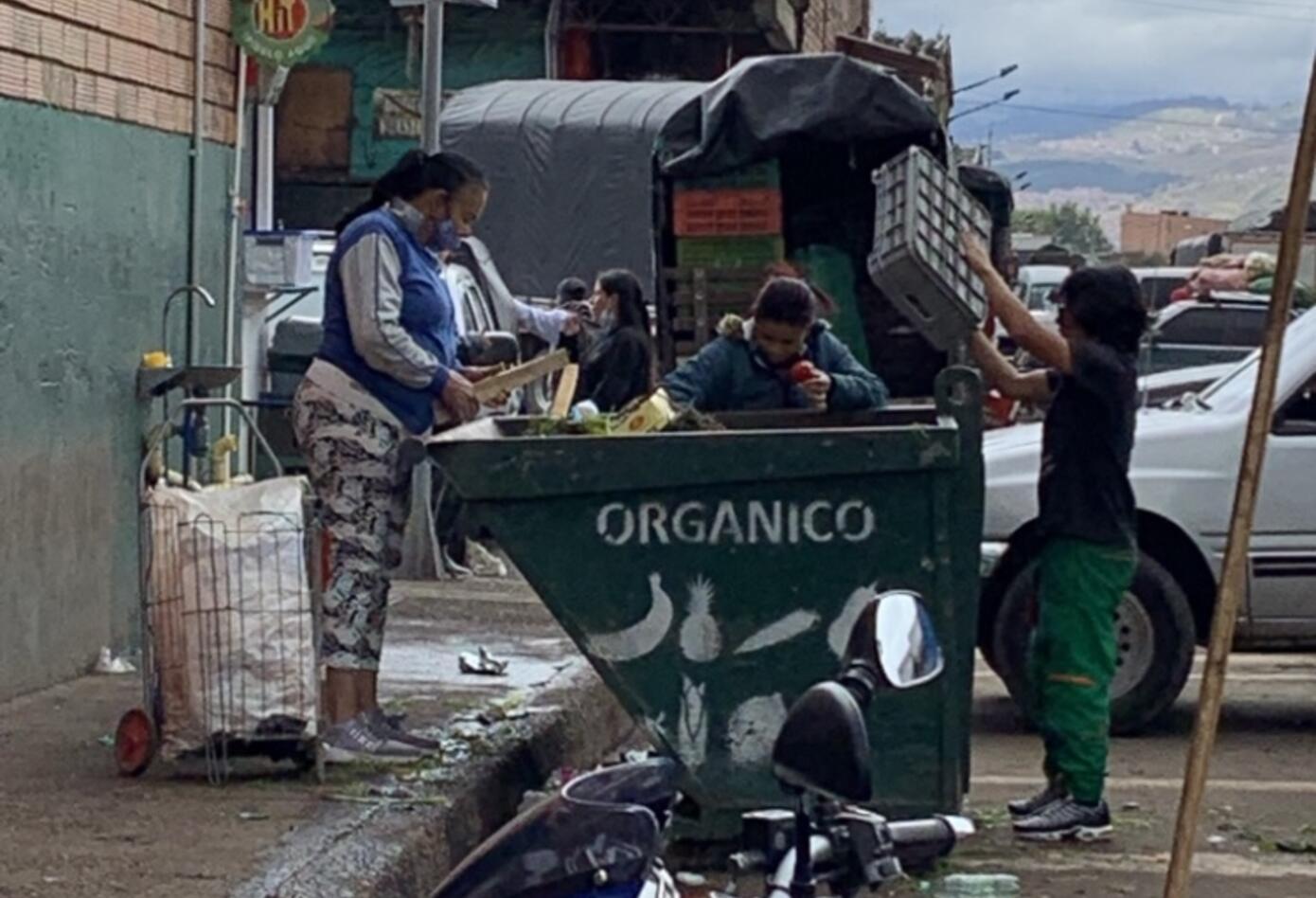 Reciclando alimentos en Corabastos