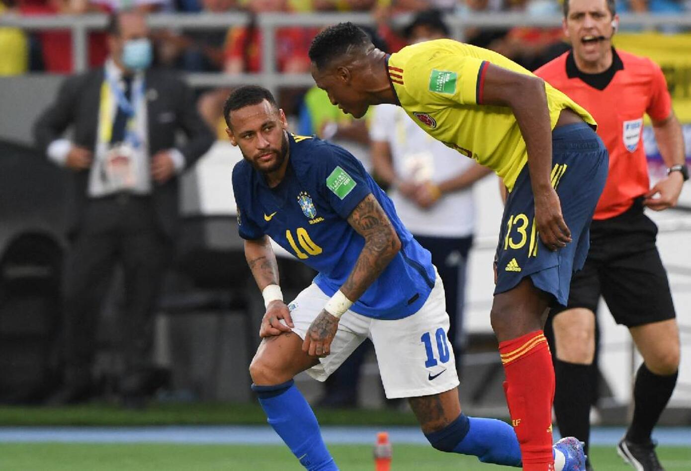 Cara a cara entre Yerry Mina y Neymar