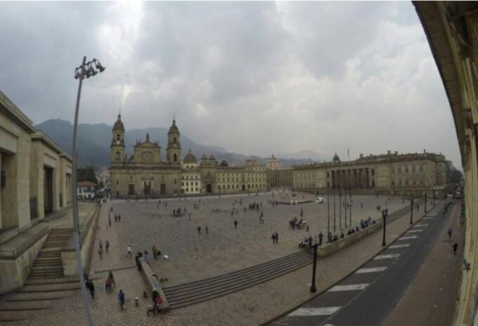 La Plaza de Bolívar de Bogotá es considerado el centro de la democracia en Colombia.