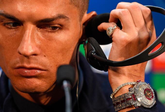 Cristiano Ronaldo en la rueda de prensa donde exhibió su costoso reloj