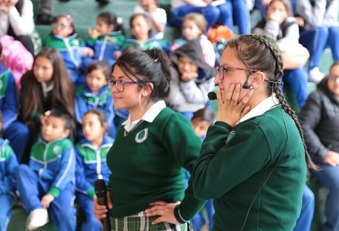 Niñas de colegio en Bogotá