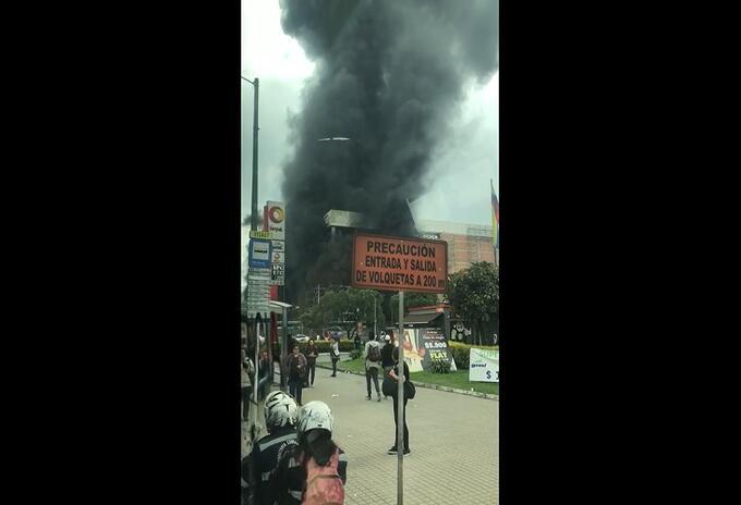 Incendio en el Centro comercial en Bogotá