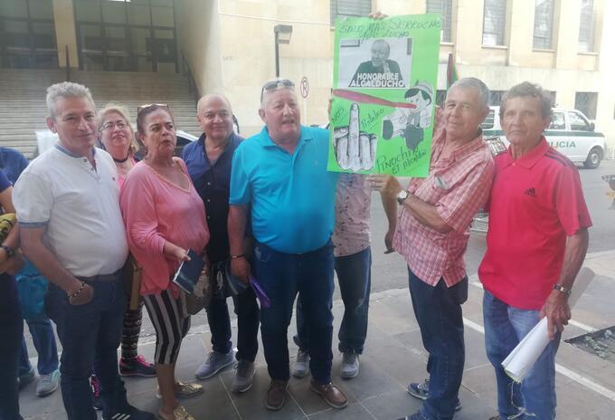 En la administración de Bucaramanga reclamando que el Alcalde de Bucaramanga desiste de estos cobros exagerados de impuesto