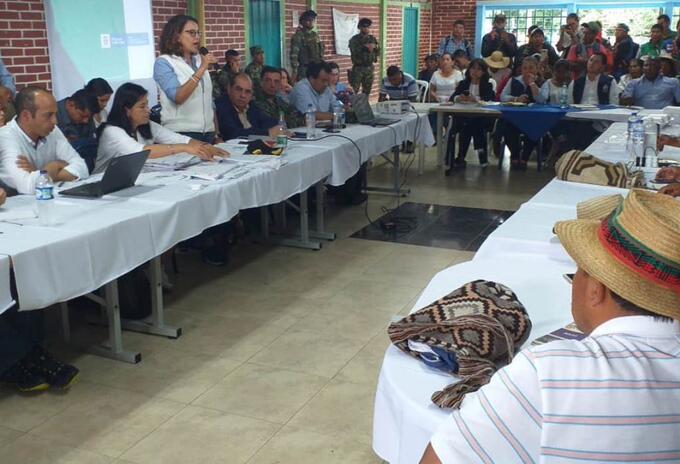 Dialogos gobierno e indígenas