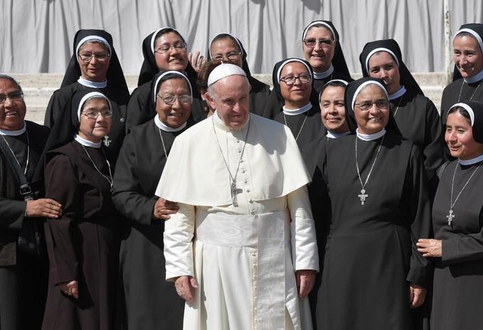 Papa pide a las monjas del mundo evitar el abuso del clero
