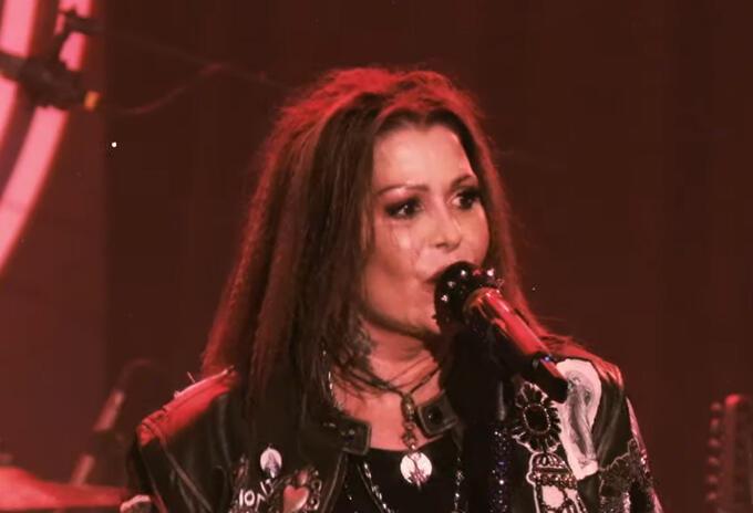 La cantante compartió su cover de la famosa canción de Calamaro.