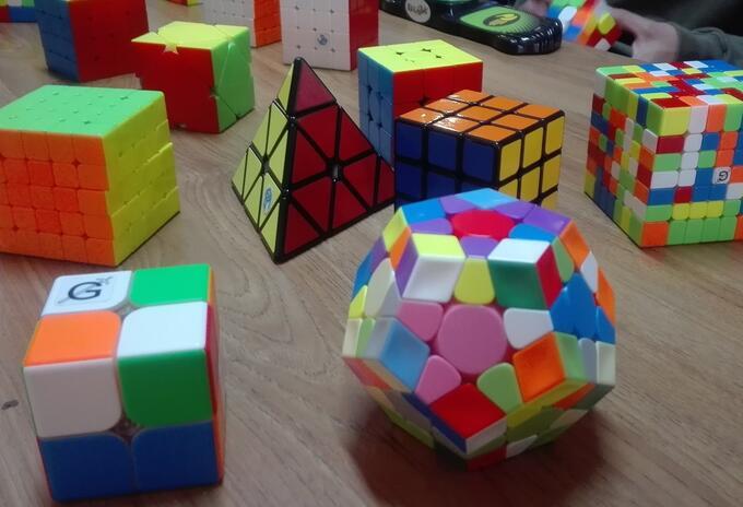 Cubos como el 3x3 o el pyramides y megaminxon son los elementos más apetecidos para armar