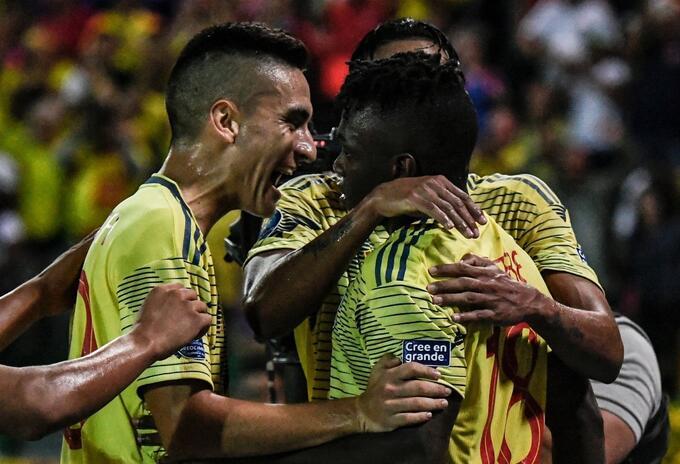 Edwuin Cetre celebra gol con selección Colombia sub 23