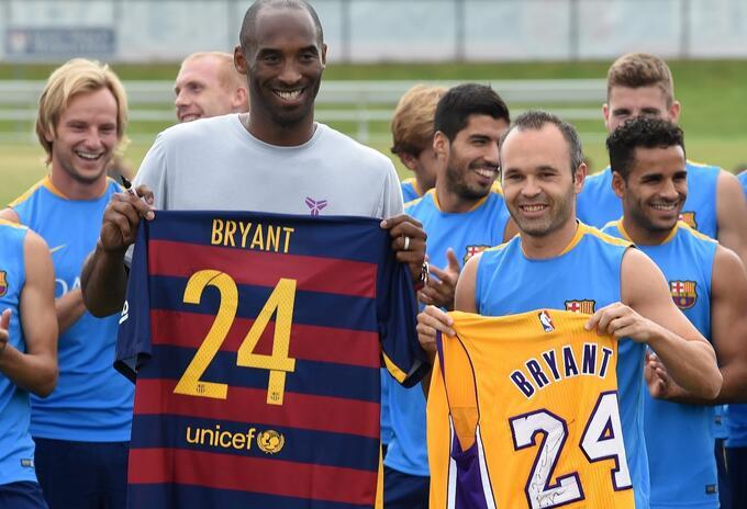 Kobe Bryant y Andrés Iniesta, en 2015