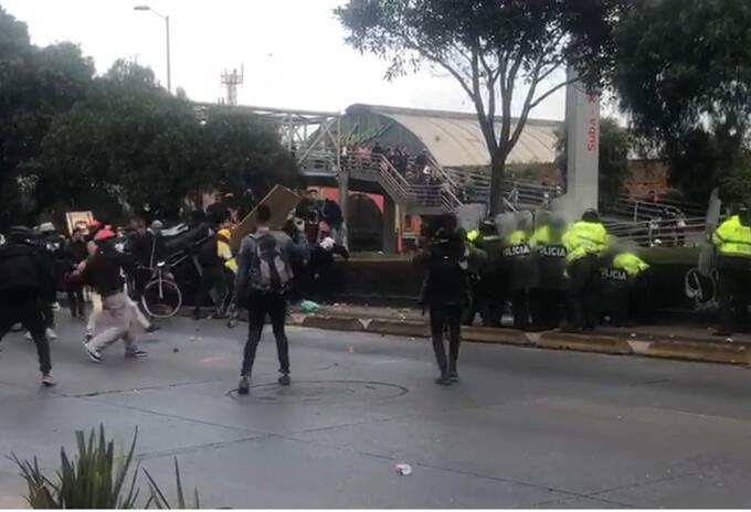 El ataque encapuchados a los policías en Suba