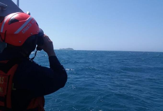Las autoridades marítimas en Cartagena continúan con las labores de rescate en la zona donde se registró el accidente.