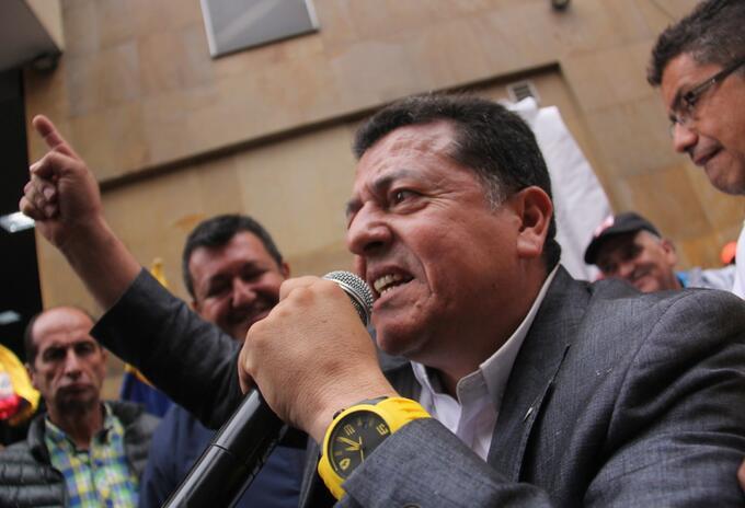 Presidente de taxistas, Hugo Ospina