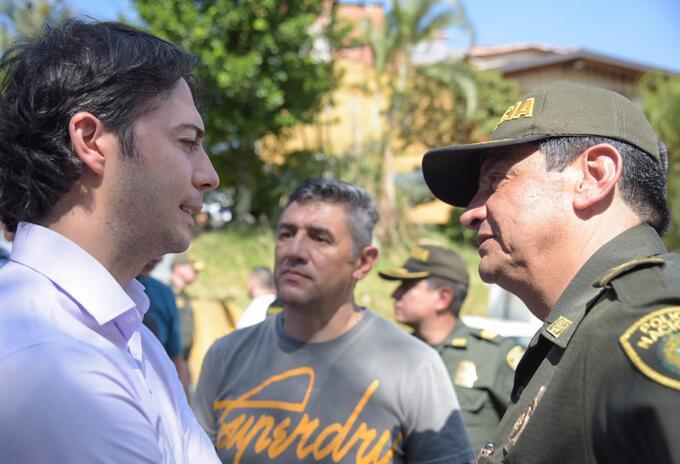 Alcalde de Medellín, Daniel Quintero; comandante de la Policía Metropolitana, general Eliecer Camacho; y secretario de Seguridad, José Gerardo Acevedo.