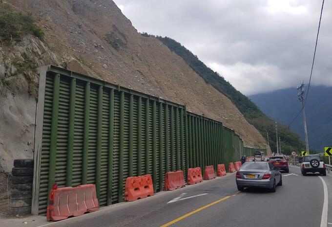 Terminan obras de barreras de protección en la vía al Llano