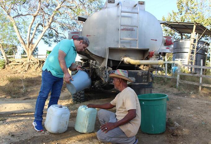 La sequía acabó con el agua en los pozos .