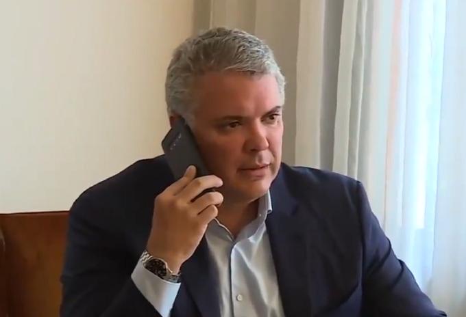 Presidente Iván Duque habla por teléfono