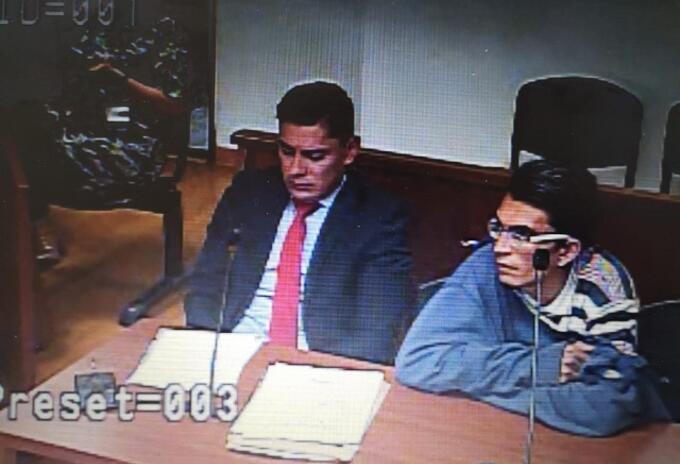 Oscar Eduardo Orjuela Pinzón es el presunto autor de la muerte de un menor de 22 meses en Bogotá.(Ubicado a la derecha)
