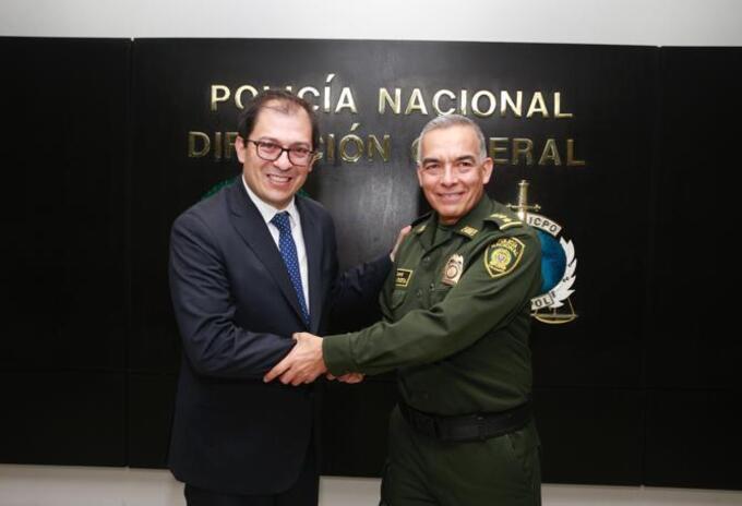 Francisco Barbosa, fiscal general, y el general Óscar Atehortúa, director de la Policía Nacional.