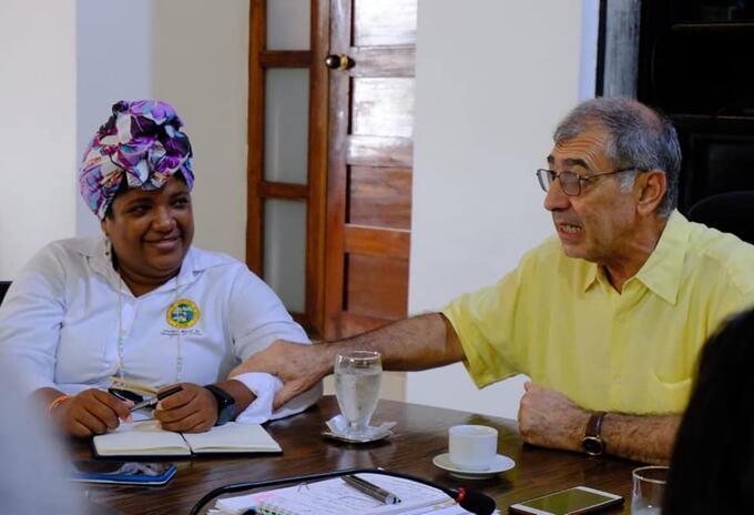 Como Primera Dama de Cartagena fue nombrada la líder comunal Cynthia Amador.
