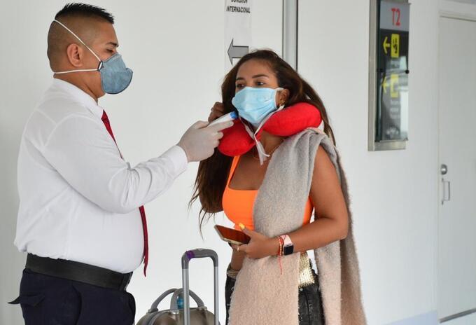 En marcha plan de sanidad en Aeropuerto Bonilla Aragón por coronavirus.