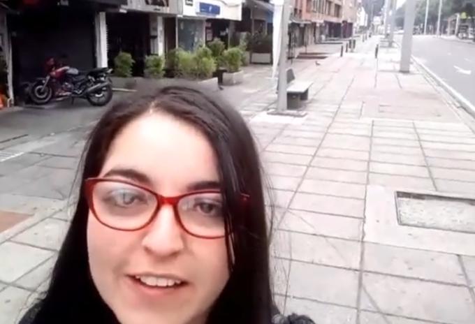 Mujer que insulta a la Policía