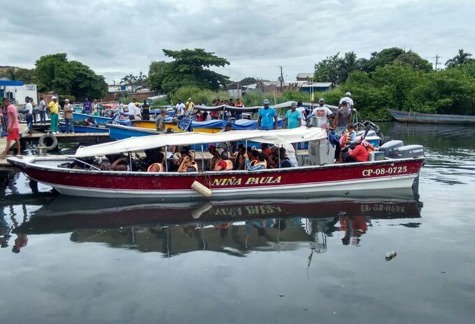 Embarcaciones llegan los inmigrantes a Capurganá.