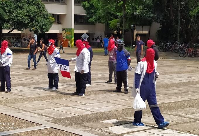 Se registra un bloqueo en la Avenida Pasoanacho, sector aledaño a la Universidad del Valle,