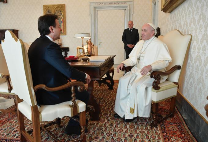 Papa Francísco con primer ministro de Italia, Giuseppe Conte.