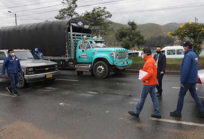 El gobernador Nicolás García encabeza controles en vías de Cundinamarca por la cuarentena