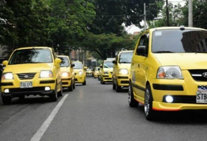 Los paquetes alimentarios fueron entregados a conductores mayores de 65 años, mujeres cabeza de familia y conductores incapacitados.