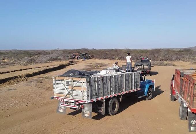 Los camiones cargados con alimentos completan 24 horas de recorrido y aún no llegan a su destino