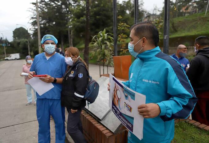Un grupo de médicos y enfermeras se concentraron en el hospital Simón Bolívar.