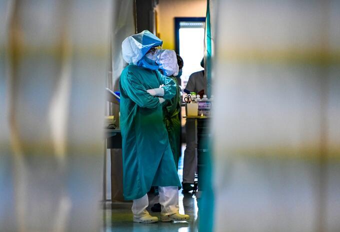 Médicos que atienden coronavirus