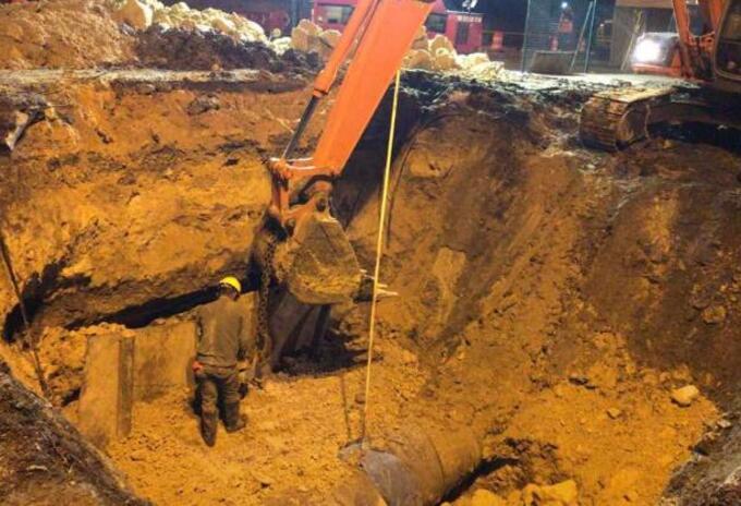 Trabajos en las redes del acueducto en Chía (Cundinamarca)