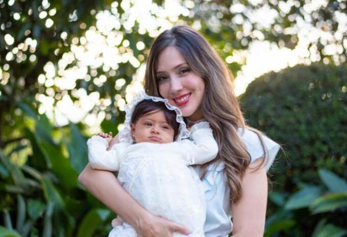 Diana Osorio, gestora social de Medellín, con su hija Aleia.