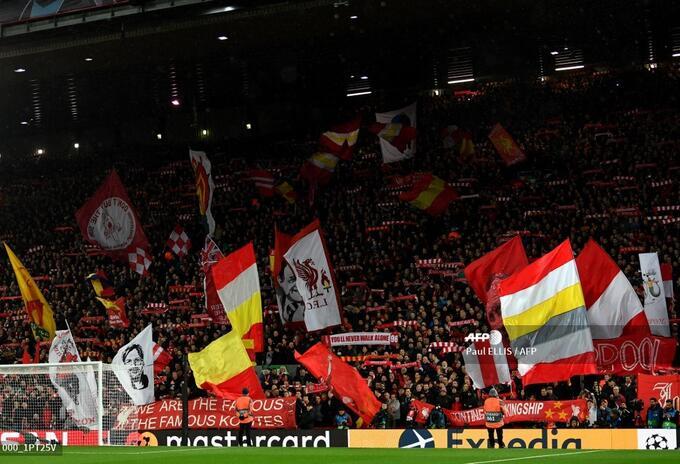 Hinchas en Anfield el 11 de marzo de 2020