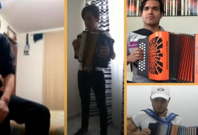 Artistas interpretando el himno nacional