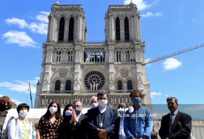 Reabren explanada de la catedral de Notre Dame, en París