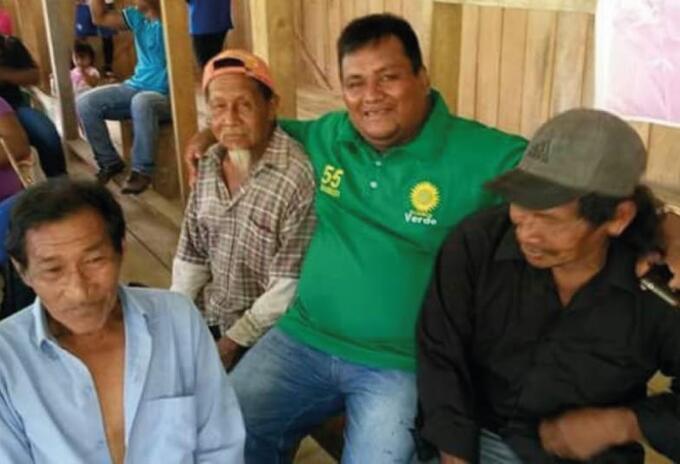 Diputado Camilo Suárez (centro), quien falleció por coronavirus