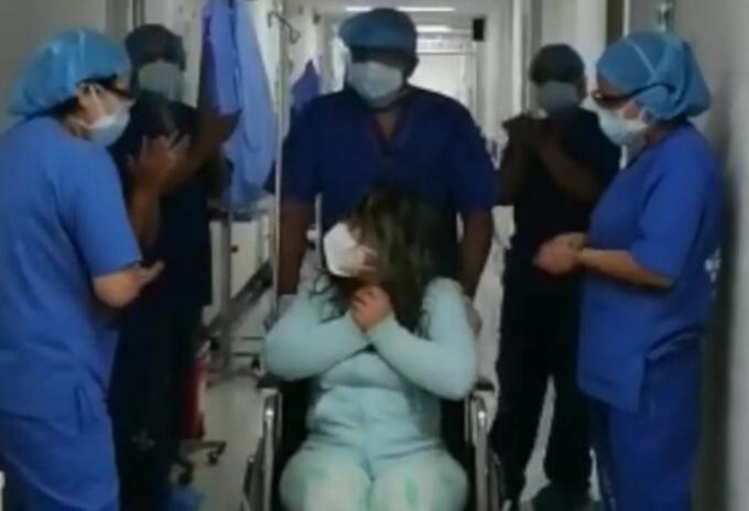 Mujer curada de COVID-19 en Bogotá